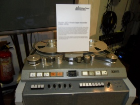 Magne Abbey road Studer_J37_4-track_tape_recorder_(1964-1972),_Abbey_Road_Studios